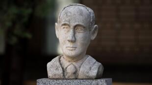 El busto del diplomático sueco Raoul Wallenberg en Moscú el 17 de agosto de 2017.