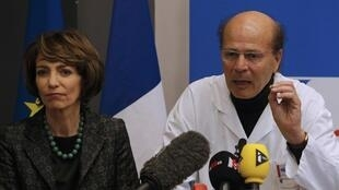 French Health Minister Marisol Touraine and clinical neurology professor Gilles Hedan at a press conference about the drug trial tragedy