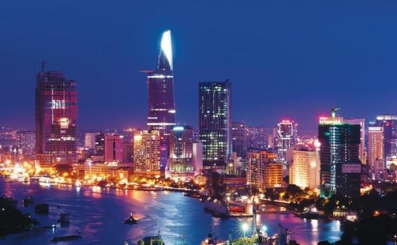 Quang cảnh thành phố Hồ Chí Minh nhìn từ sông Sài Gòn.
