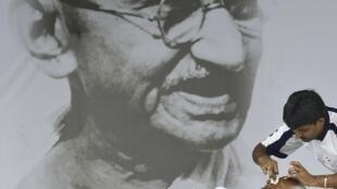 Hunger-striking Anna Hazare