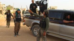 Miembros del grupo Estado Islámico en la provincia de Idlib, Síria.