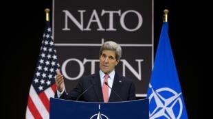 John Kerry durante seu discuros sobre a Síria na OTAN, em 23 avril 2013.