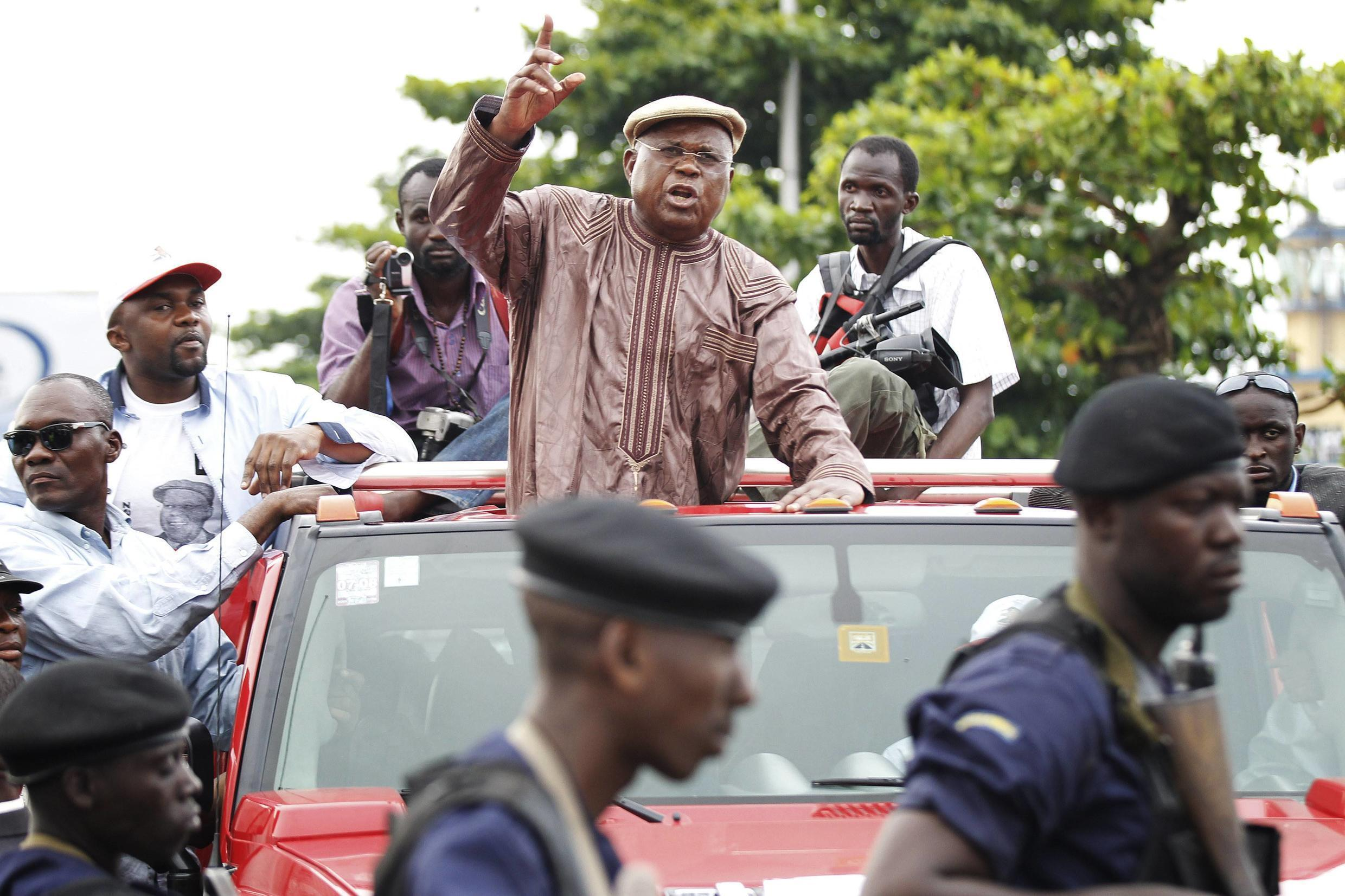 Opposition leader Etienne Tshisekedi and his entourage are blocked by police outside N'Djili airport in Kinshasa