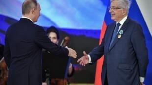 «Якрайне тронут наградой, которая является признанием, успехом наших совместных усилий...»,— заявил Шевенман российскому президенту. Кремль. 04.11.2017
