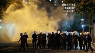 A Turquia enfrenta nova madrugada de protestos contra o governo.