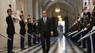 法国总统奥朗德11月16日在凡尔赛宫对全体法国议员发表反恐讲话
