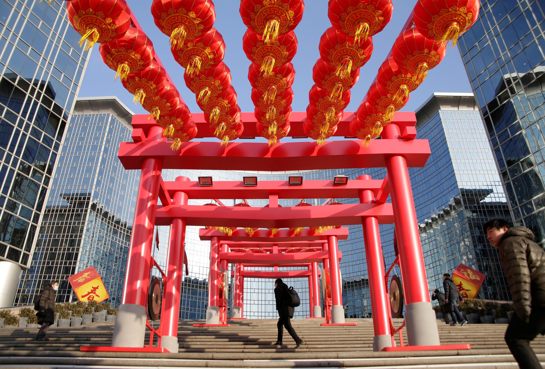 """O feriado dedicado ao Ano Novo lunar, que em 2017 é consagrado ao Galo, também conhecido como a """"Festa da Primavera"""", é o mais importante do calendário chinês."""