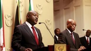 Rais wa Burundi, Pierre Nkurunziza wakati wa mkutano na waandishi wa habari akiwa pamoja na mwenzake wa Afrika Kusini Jacob Zuma, Novemba 4 mwaka 2014.