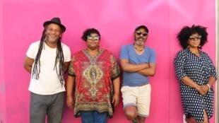 """""""B.Leza apresenta Baile Sentado"""""""