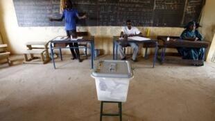 Un bureau de vote à Dialakoroji, près de Bamako, le 29 Avril 2007.