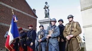 Membre d'une association historique sur la Première Guerre mondiale au mémorial Fouilloy, le 10 novembre 2013.