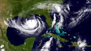 Tempestade tropical Isaac se intensificou e se tornou um furacão categoria 1.