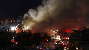 La colère des Libanais ravivée par un incendie sur le port de Beyrouth