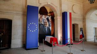 Гроб Жака Ширака в Дома Инвалидов