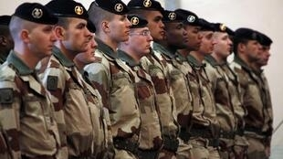 Des soldats français de l'armée de Terre avant leur départ au Mali, à la base de Miramas, dans le sud de la France, le 25 janvier 2013.