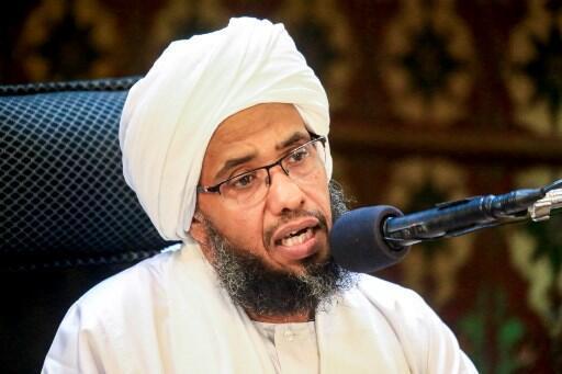 Le prédicateur extrémiste soudanais Abdel-Hay Youssef lors d'un prêche le 24 mai 2019 à Khartoum.