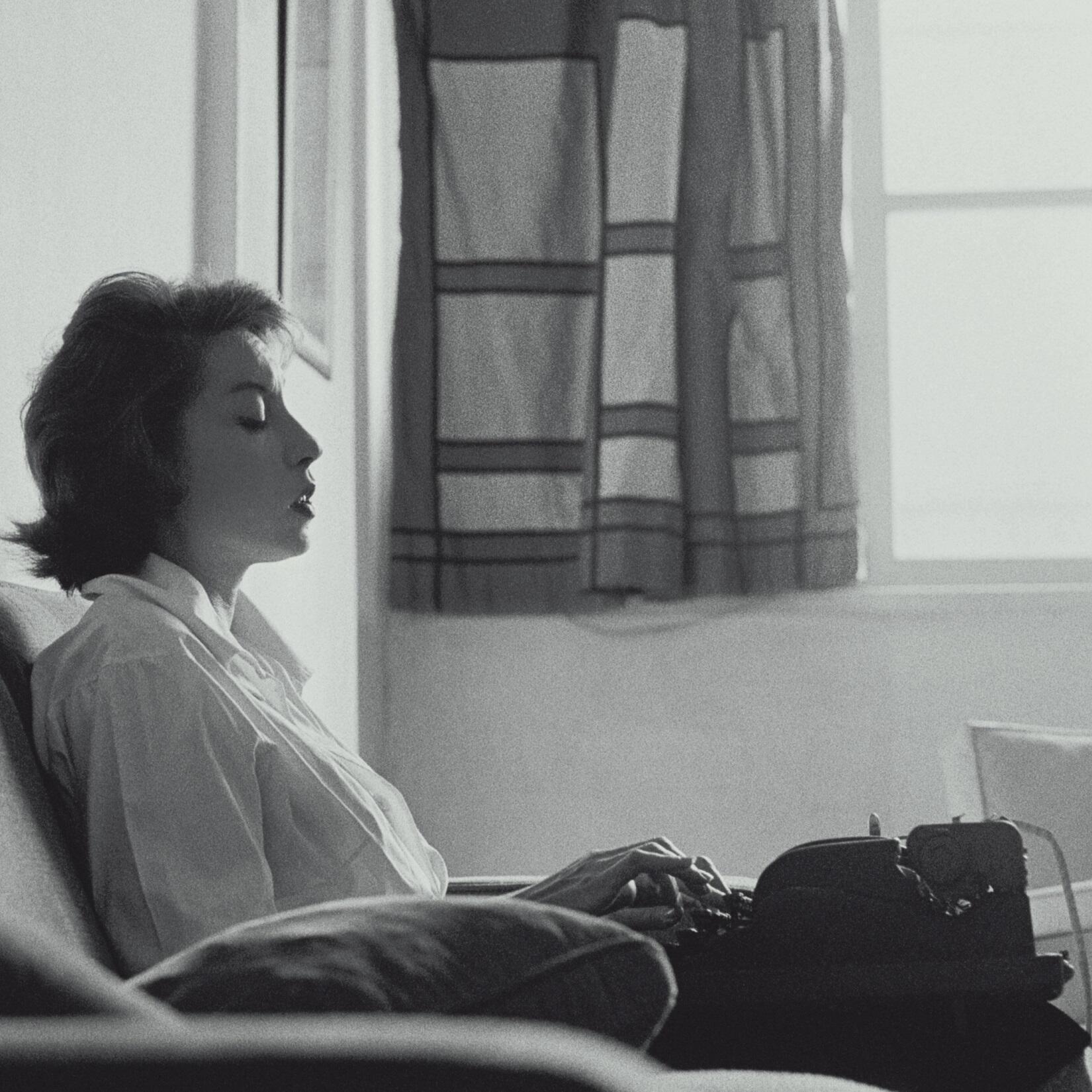 Para celebrar os 100 anos do nascimento da escritora brasileira Clarice Lispector, a mítica Éditions des Femmes lança uma caixa especial com a versão francesa de A paixão segundo GH e A Hora do Estrela.