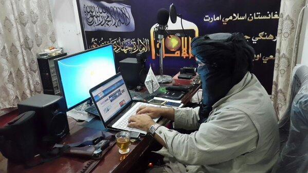 گروه طالبان در کنار پیشبرد جنگ گرم در میدانهای نبرد در سراسر افغانستان، به جنگ اطلاعاتی نیز توجه ویژهای دارد و برای موفقیت در این میدان، از پیشرفتهترین و بهروزترین ابزارها و تکنولوژی بهره میبرند.