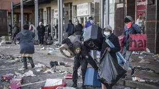 Révoltes et pillages en Afrique du Sud
