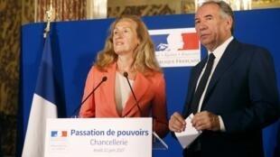 L'ex-ministre de la Justice, François Bayrou, durant la passation de pouvoir avec la nouvelle garde des Sceaux, Nicole Belloubet.