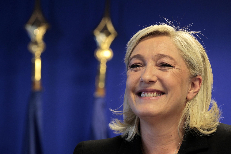 A candidata da Frente Nacional à eleição presidencial francesa, Marine Le Pen, em encontro com a imprensa.