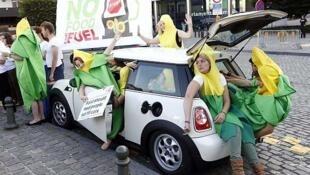 Manifestantes contra los biocarburantes, delante del Europarlamento en Bruselas, el 4 de septiembre de 2013.
