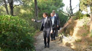 Tổng thống Nga Vladimir Putin (G) và nguyên thủ Pháp Emmanuel Macron (T) tại khu nghỉ Fort Bregancon, miền nam nước Pháp, ngày 19/08/2019