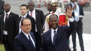 Alassane Ouattara greets François Hollande, Abidjan, 17 July 2014