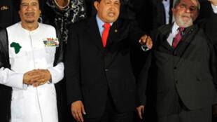 Muamar Kadafi, Hugo Chávez e Inácio Lula da Silva en una foto de archivo.