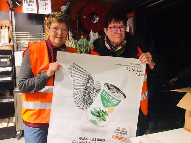 Tình nguyện viên trong chiến dịch quyên góp 2019 của hiệp hội Ngân hàng lương thực thực phẩm, tại siêu thị Franprix, Saint-Maur-des-Fossés, ngoại ô Paris.
