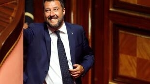 Bộ trưởng Nội Vụ Ý Matteo Salvini tươi cười khi sắc lệnh chống NGO của ông được đưa ra Thượng Viện ngày 05/08/2019.