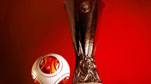 Taça e bola da Liga Europa 2014