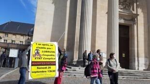 Rassemblement de militants syndicaux jeudi 24 septembre 2020 devant la préfecture de Seine-Maritime, un an après l'incendie de l'usine Lubrizol