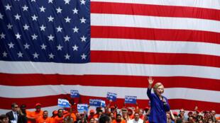 A candidata democrata Hillary Clinton em campanha a Lynwook, em Los Angeles