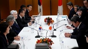 日韓兩國外交大臣在日本名古屋舉行雙邊會議 2019年11月23日