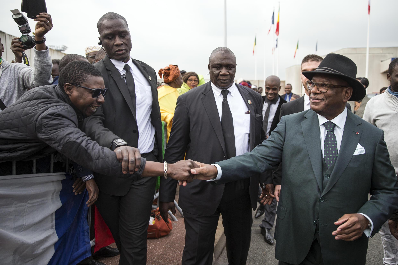 Mali's president Ibrahim Boubacar Keita (right) arriving in France on Octobre 20 2015.