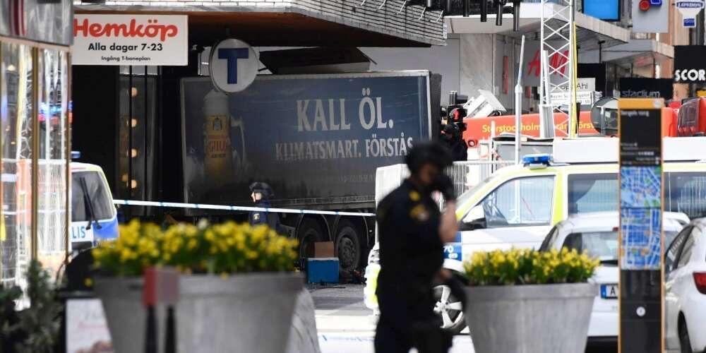 斯特哥爾摩市中心發生卡車衝撞人群事件 死傷多人 (2017年4月7日)