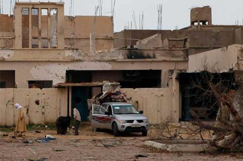 Sirte residents return to their home after the end of the fighting