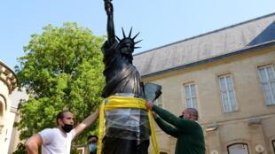 Statue of Liberty replica US France