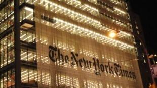 夜景下美国纽约时报大楼 2019年12月