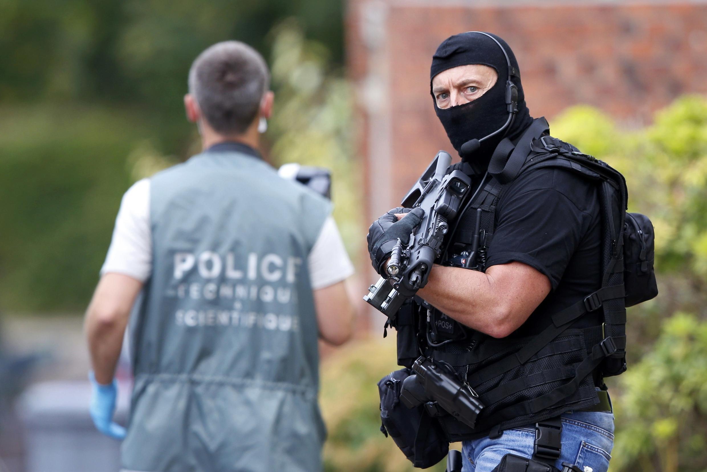 Lực lượng Truy lùng và Can thiệp (BRI) tại hiện trường vụ tấn công nhà thờ Saint-Etienne-du-Rouvray, gần Rouen, Pháp, ngày 26/07/2016.