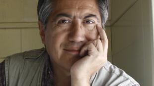 Portrait de l'écrivain Péruvien Alfredo Pita.