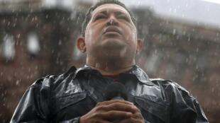 Hugo Chavez en meeting, sous la pluie, le 4 octobre 2012, à Caracas.