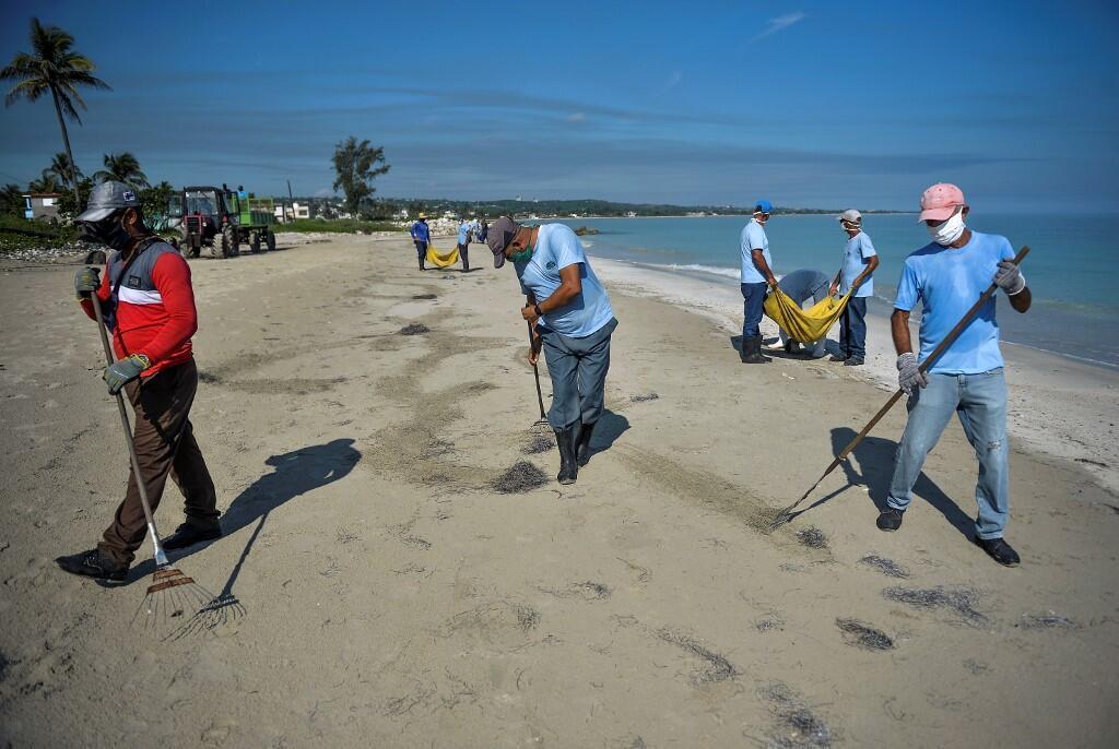 Une plage de La Havane, Cuba, en plein nettoyage. (Image d'Illustration).
