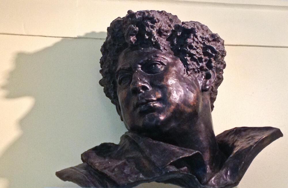 Cлепок головы Александра Дюма в музее Виллер-Котре