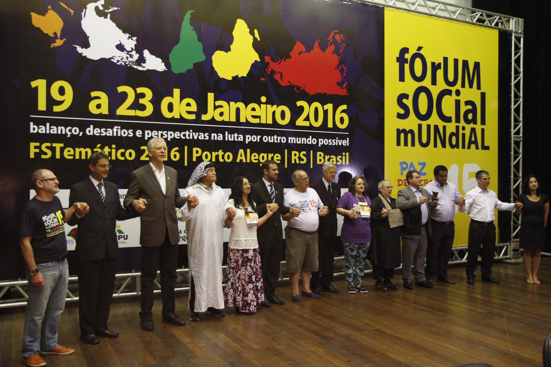 Ato pela paz realizado durante o Fórum Social de Porto Alegre, em 19 de janeiro de 2016.