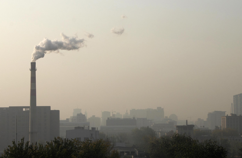 A poluição na China vem crescendo no mesmo ritmo que seu boom econômico. Nesta, fábrica de aquecimento na cidade de Beijing.