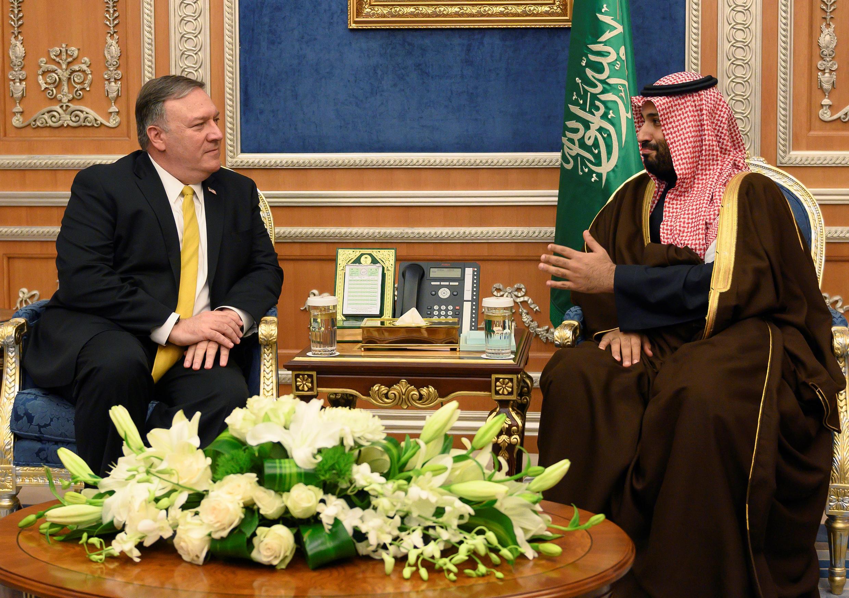 تصویر مربوط به دیدار میان مایک پمپئو و محمد بن سلمان در ماه ژانویه ۲۰۱۹ است.