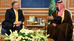 Le secrétaire d'Etat américain Mike Pompeo (g) et le prince héritier saoudien Mohammed ben Salman se sont entretenus ce lundi 14 janvier 2019.