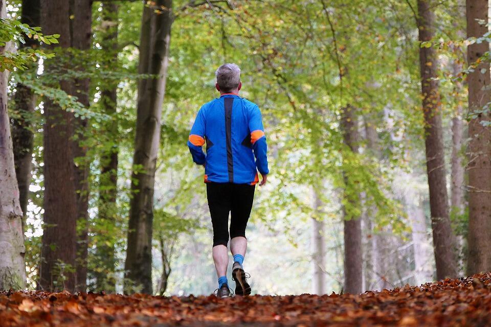 A OMS recomenta às pessoas com 65 ans ou mais a praticar mais atividades físicas para combater a demência.